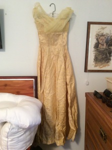 Beautiful 50's gown. A trip to the dry cleaners and this baby is ready for a night out!