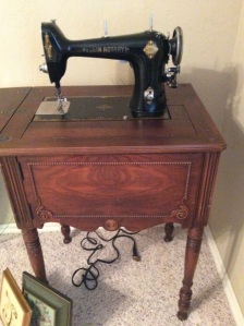 Vintage Elgin rotary sewing machine. Yes it works. Yes, it's very cool.