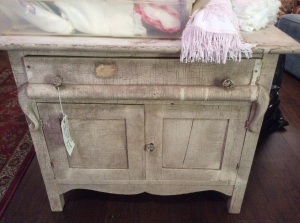 Calling all you furniture repurposers. Here is your next project.
